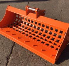 2.0 2.5T 1200mm Sieve Bucket with Bolt on Edge (3) web