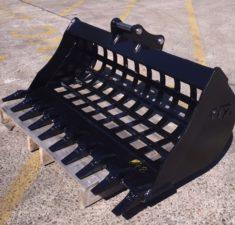 2.6   3.8T 1300mm Sieve bucket with teeth   adaptors (4) web